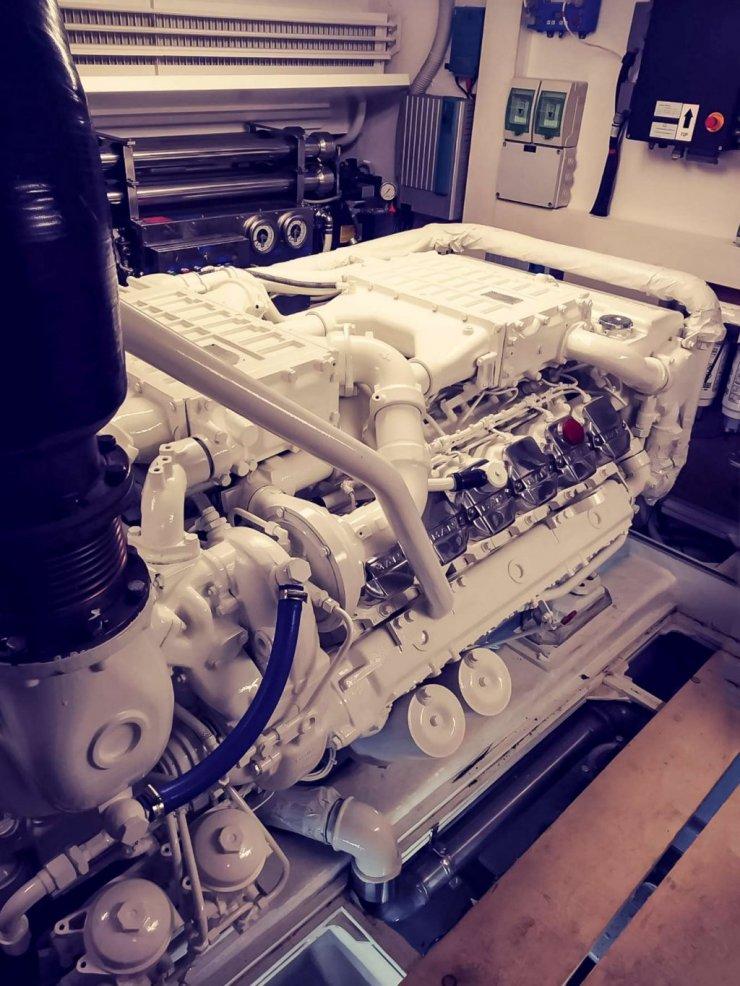 Motore MAN in sala macchine